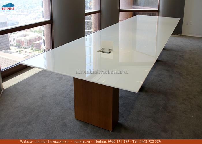 Mặt bàn bằng kính màu