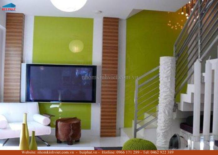 Kính màu ốp tường phòng khách