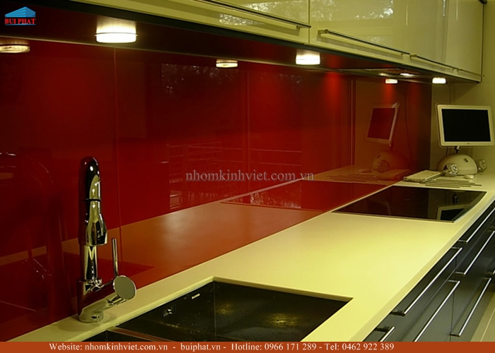 Kính ốp bếp màu đỏ rubi KOB19