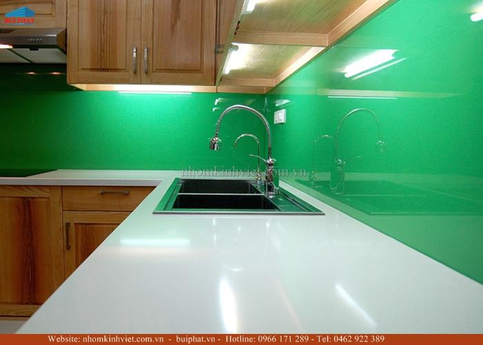 Kính ốp bếp màu xanh cốm KOB10