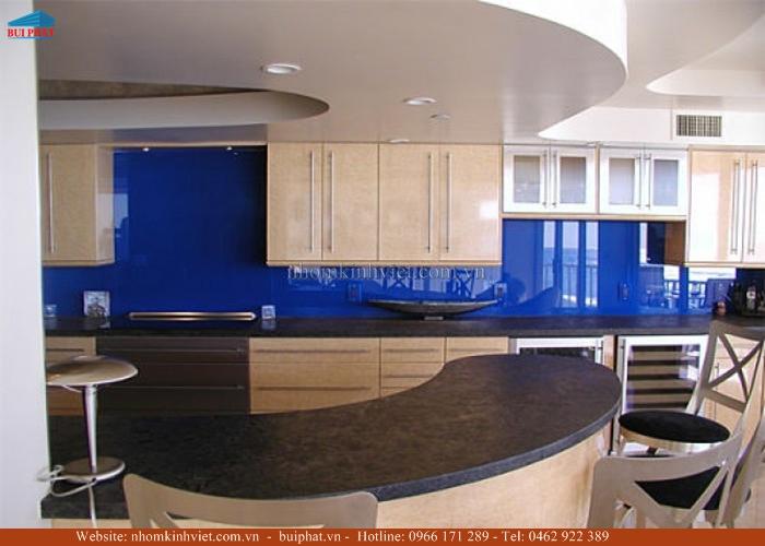 Kính ốp bếp màu xanh lam KOB08