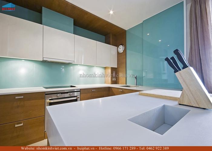 Kính ốp bếp màu xanh lơ KOB05