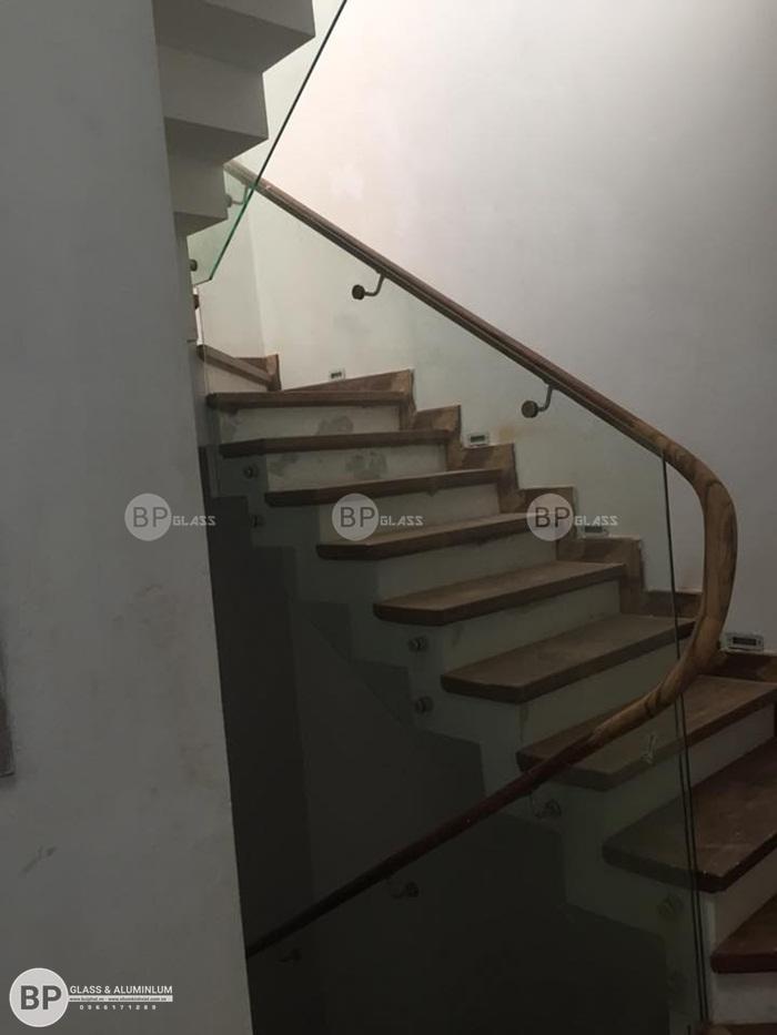 Thi công cầu thang kính cường lực tại nhà anh Ba An Hưng