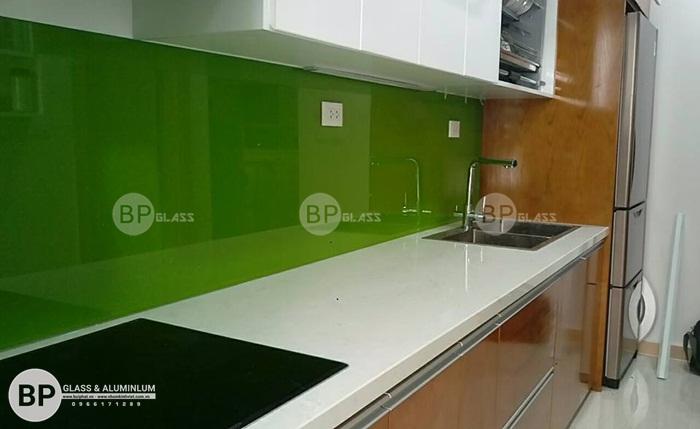 Lắp kính ốp bếp màu xanh lá mạ Tại Huyện Hóc Môn, HCM