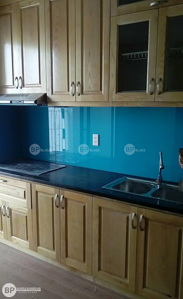 Kính ốp bếp 5mm màu xanh tại số 219 Trung Kính