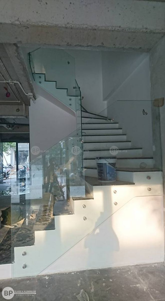Công trình cầu thang kính tại nhà anh Mạnh Hưng Yên