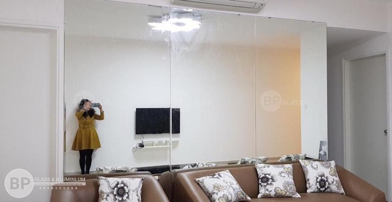 Lắp gương ghép ô 3 tấm phòng khách nhà chị Hương Munbery