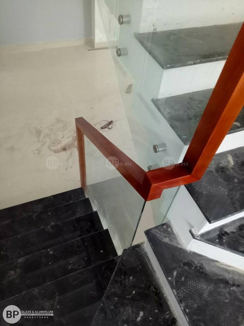 thi công cầu thang kính, lan can kính quận 7, hcm