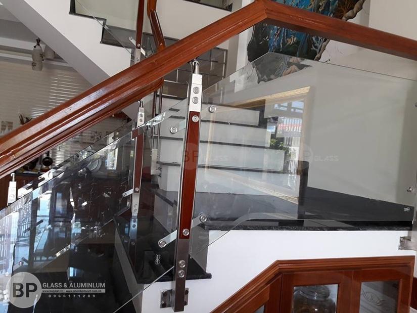 cầu thang kính cường lực , cầu thang kính giá bao nhiêu
