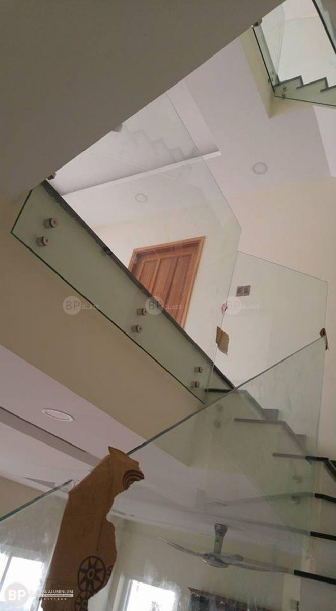 Chi tiết cấu tạo về cầu thang bằng kính cường lực 12 mm