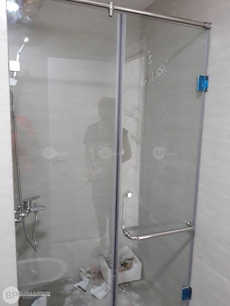 Sử dụng nhà tắm kính cho không gian khiêm tốn