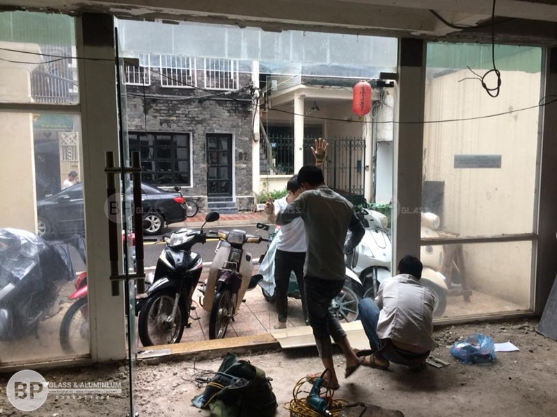 Thi công cửa kính cường lực tại số 74 Bùi Thi Xuân buiphat.vn