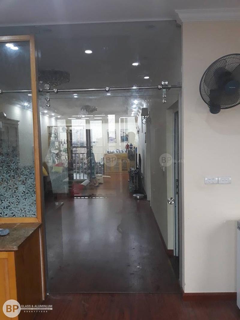 thi công lắp đặt cửa kính lùa phi 25 Chị Quý 165 Thái Hà