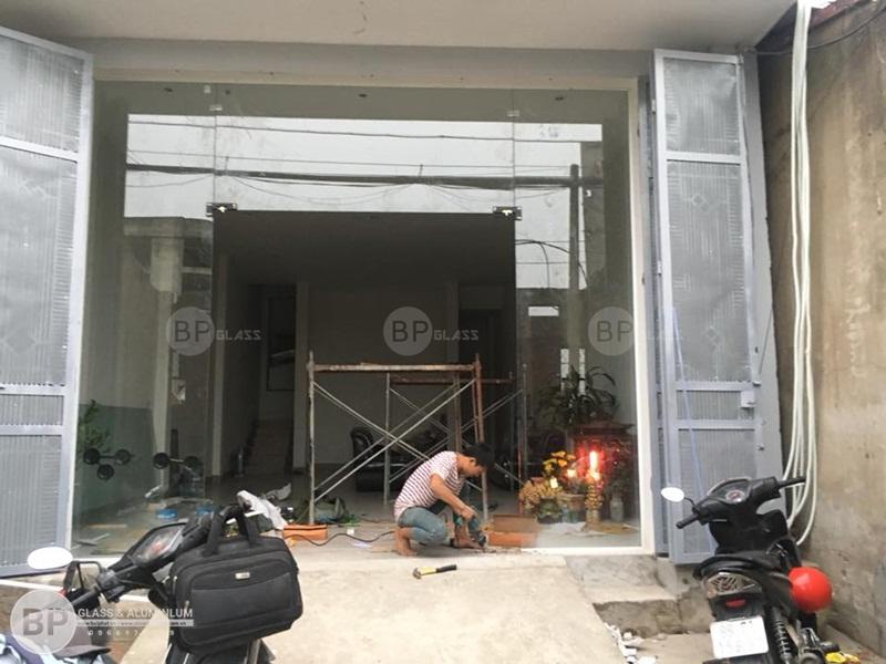 Bộ cửa kính thủy lực, cửa bản lề sàn 132 Tam Trinh