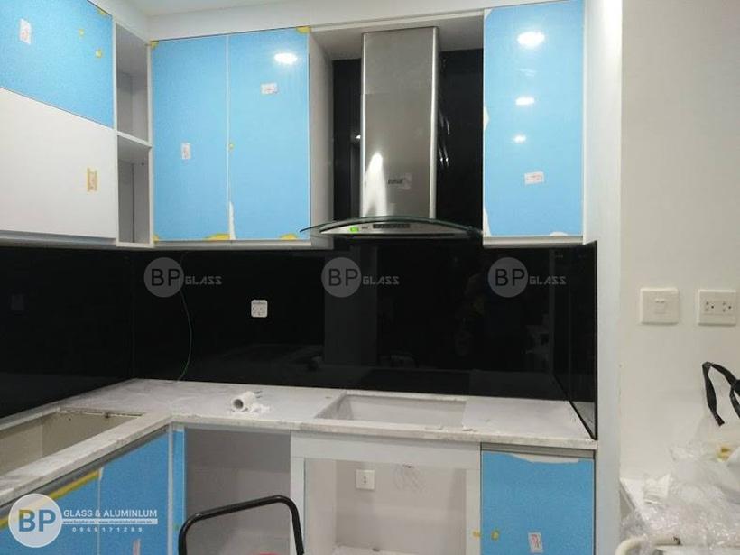 Lắp kính ốp tường bếp anh Hoàng T2 Timecity