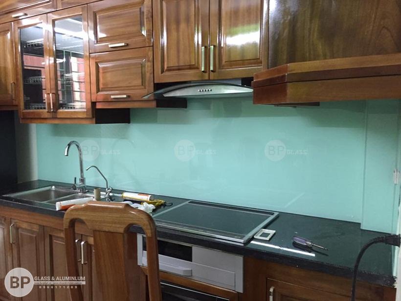 Lắp kính sơn màu ốp bếp Khu Tập Thể A40 Dương Nội