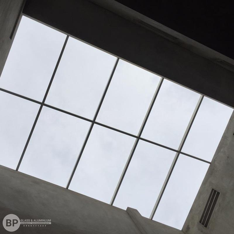 mái kính giếng trời tại La Phù
