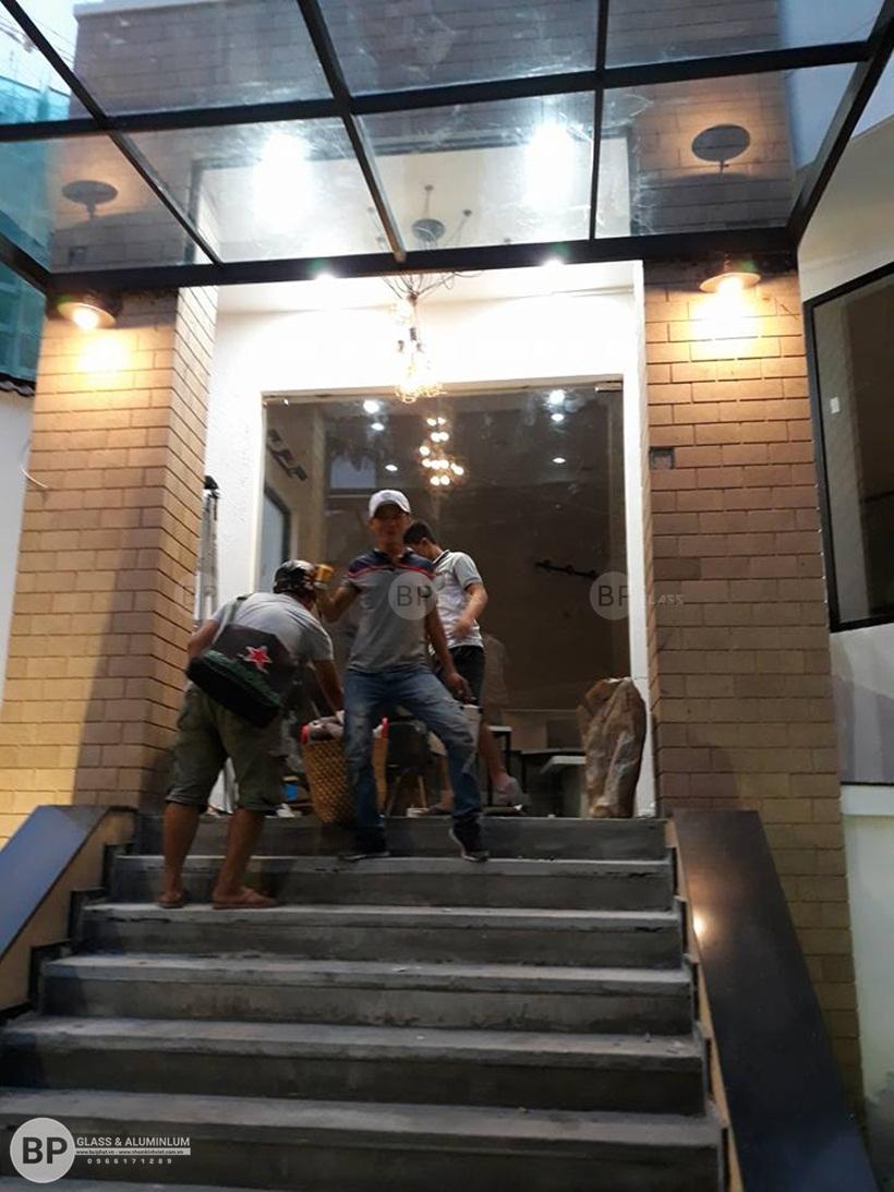 Thi công cửa kính cường lực tại Quận Tân Bình, HCM