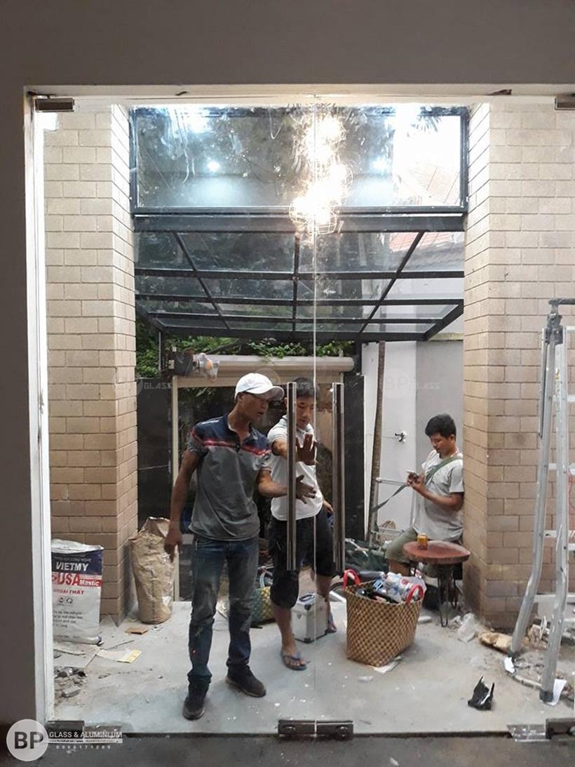 Bùi Phát chia sẻ các chọn kính cường lực làm cửa cho các công trình