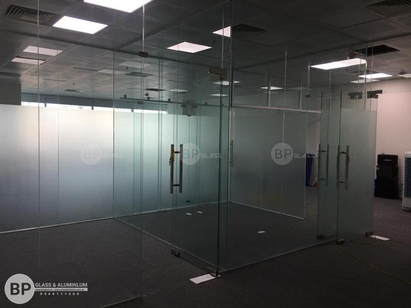 Vách kính văn phòng công ty MGS tầng 9 Handico 6 ngã tư khuất duy tiến