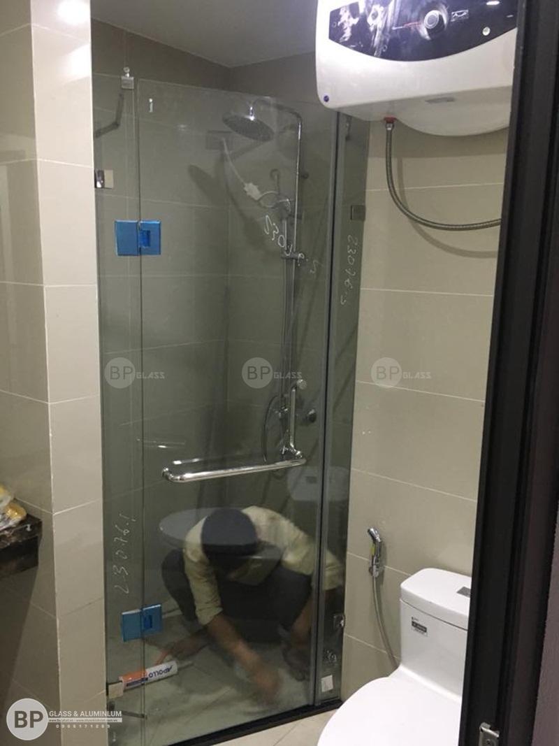 Vách tắm kính cửa trượt tạo nên từ chất liệu kính cường lực