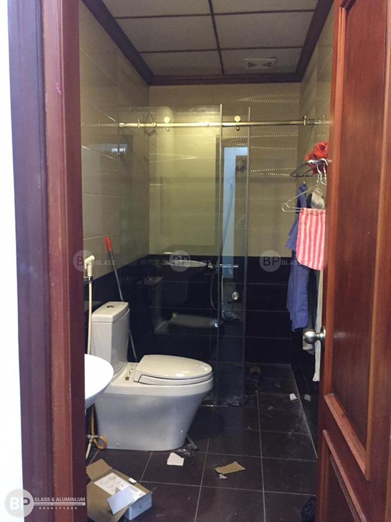 Phòng tắm kính trong suốt giúp tận dụng nguồn ánh sáng tự nhiên cực kỳ hiệu quả