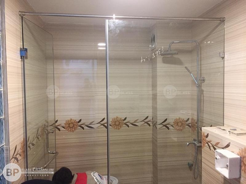 Cách vệ sinh phòng tắm bằng kính cường lực luôn như mới