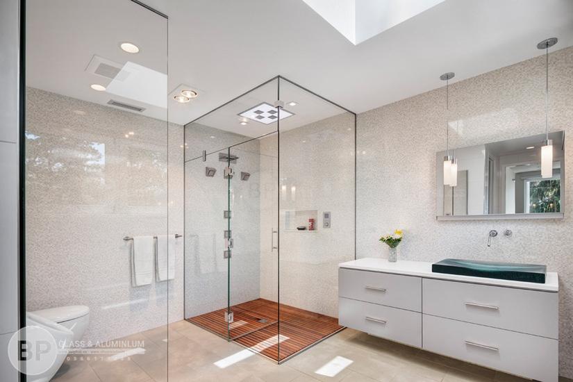 Phòng tắm kínhcửa mở quay
