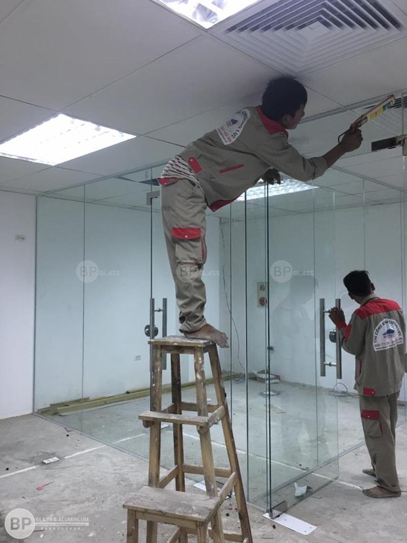 Ưu điểm của vách nhôm kính việt pháp trong thiết kế nội thất