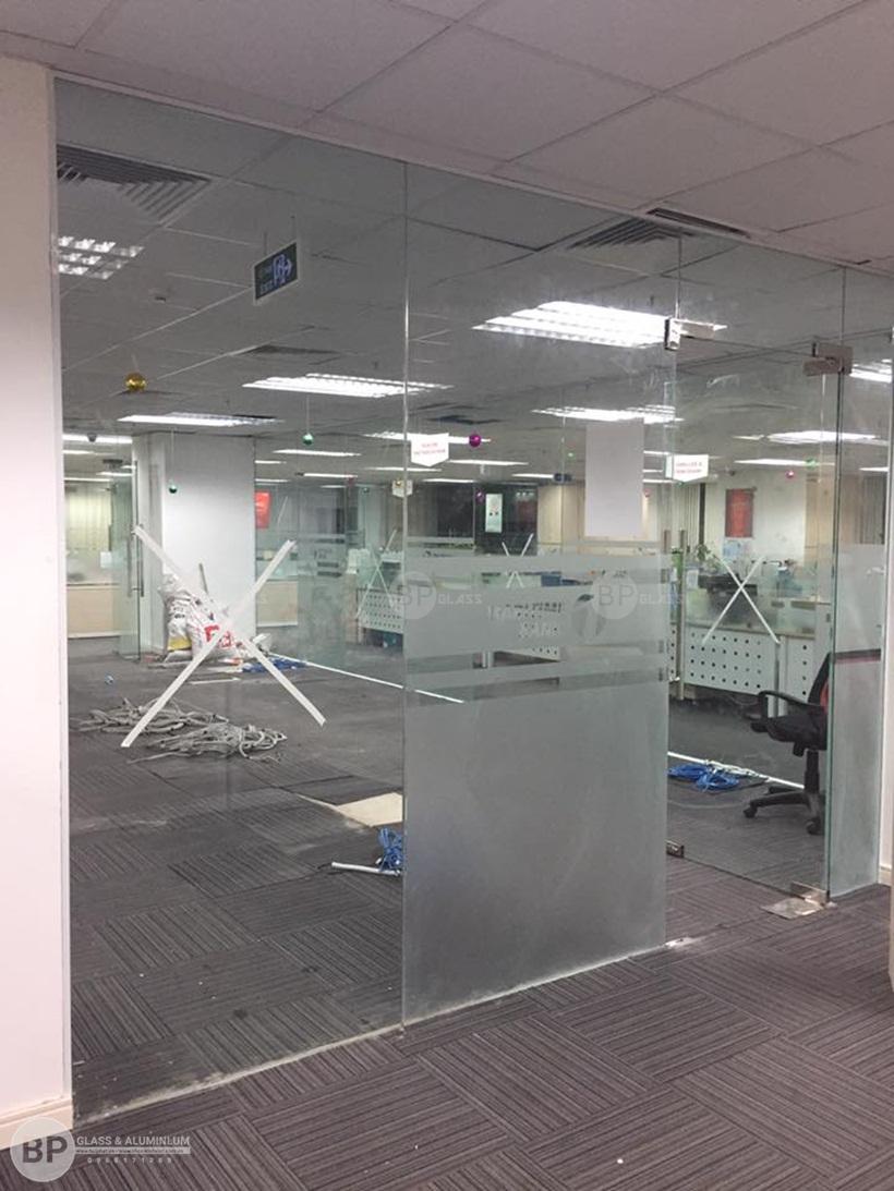 vách kính văn phòng, thi công kính văn phòng 54 nguyễn chí thanh
