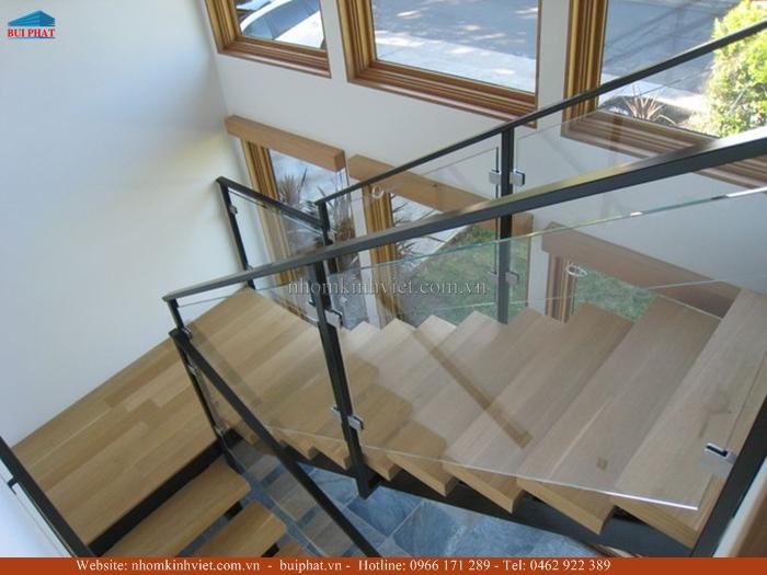 Cầu thang kính cường lực 12mm