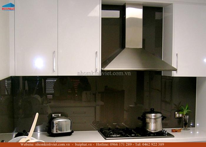 Kính ốp bếp màu ghi đậm KOB04