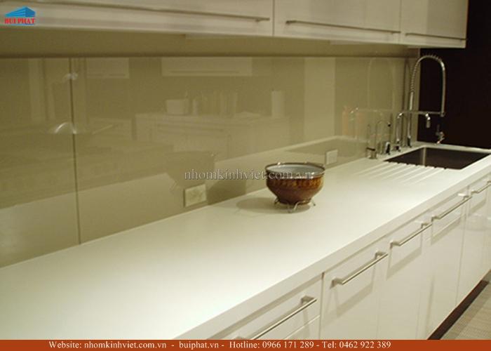 Kính ốp bếp màu vàng sữa KOB18