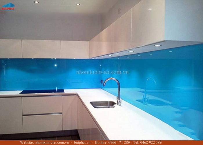 Kính ốp bếp màu xanh dương KOB07