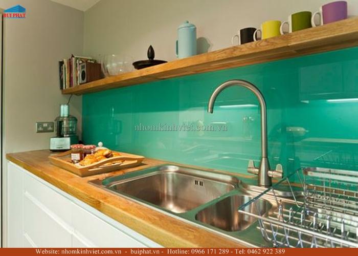 Kính ốp bếp màu xanh ngọc KOB06