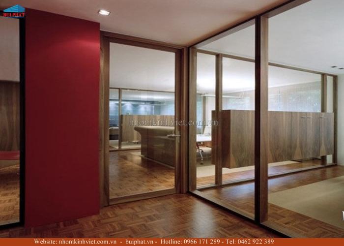 Vách kính khung gỗ