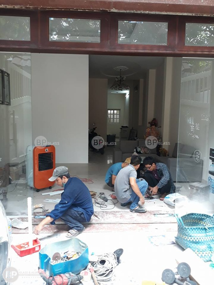 Lắp cửa kính cường lực mặt tiền đẹp tại An Phú, Quận 2, HCM