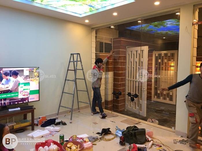 Lắp cửa thủy lực mặt tiền tại nhà anh Trung Tp Hòa Bình