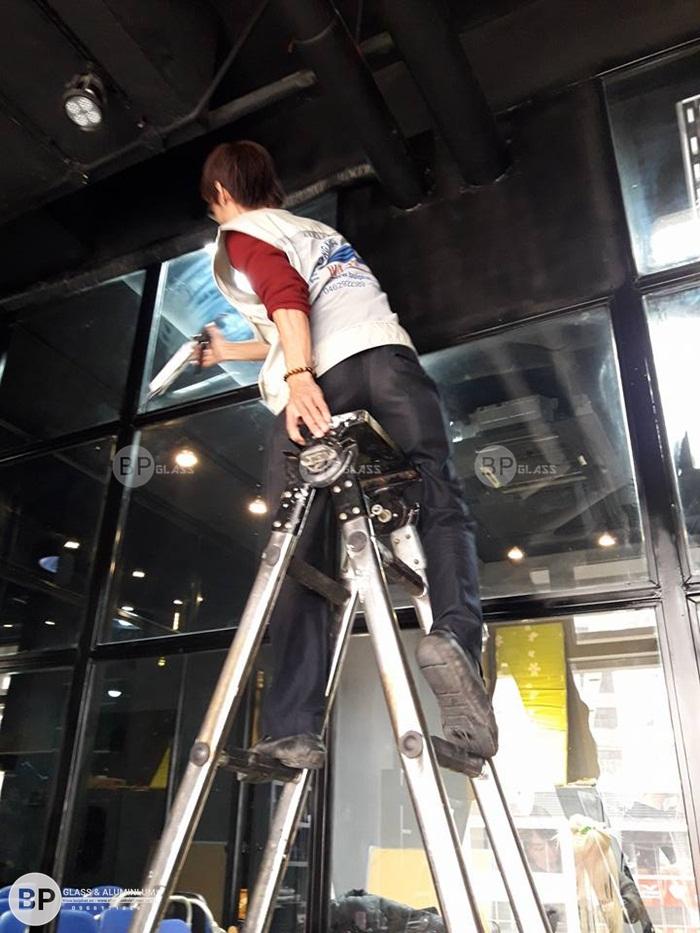 Thi công và hoàn thiện cửa kính khung inox tại Thạch Thất