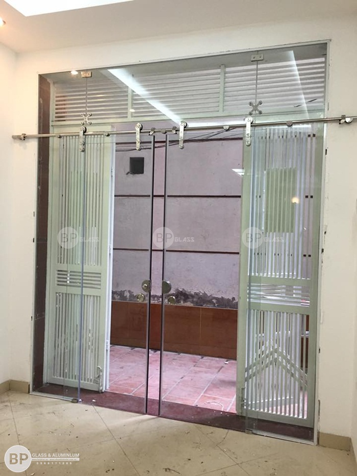 Lắp cửa kính lùa phi 25 nhà anh Hùng Nguyễn Chánh, Hà Nội