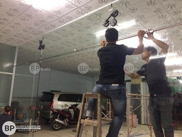 Cửa kính lùa treo nhà diễn viên nhà hát ca múa kịch củ chi