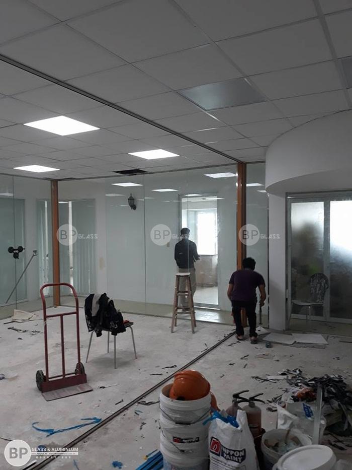 Lắp cửa kính, vách văn phòng tại Nguyễn Duy Trinh Quận 2