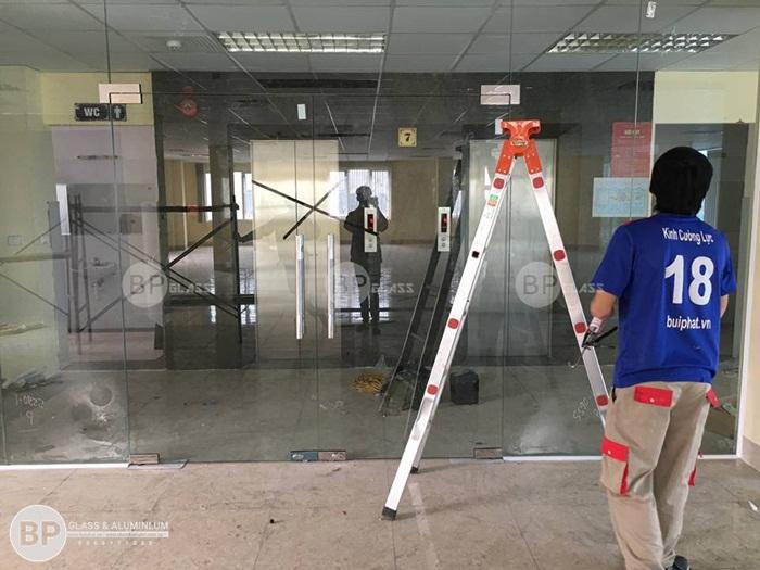 Cửa kính thủy lực 5 tấm tại Nguyễn Xiển, Thanh Xuân , Hn