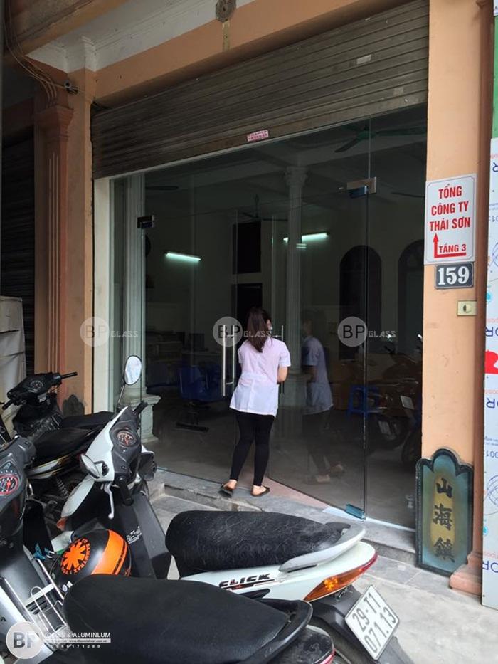 Lắp cửa kính thủy lực cho tổng công ty Thái Sơn Phùng Hưng