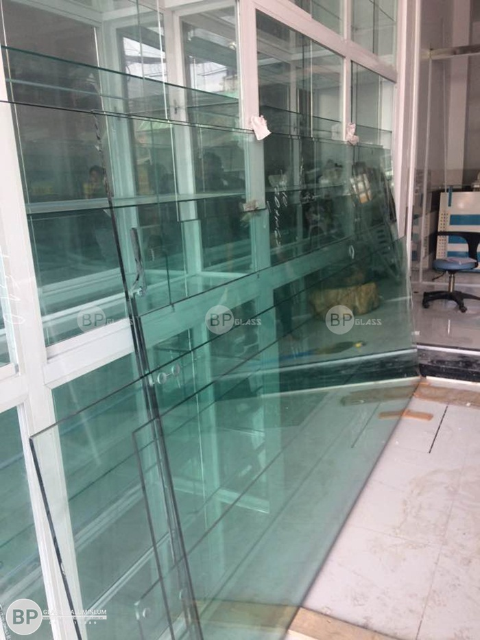 Cửa kính trượt khung inox tại nhà anh Khoa, Tân Chánh Hiệp