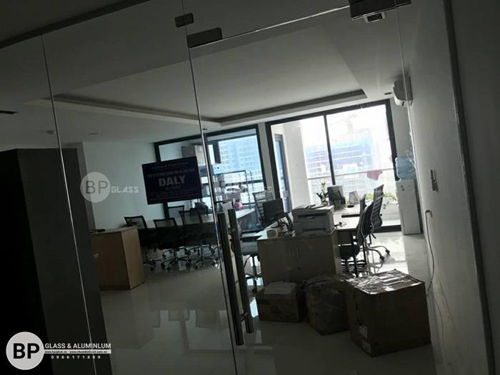 Thi công vách cửa kính văn phòng tại 275 Nguyễn Trãi Hà Đông