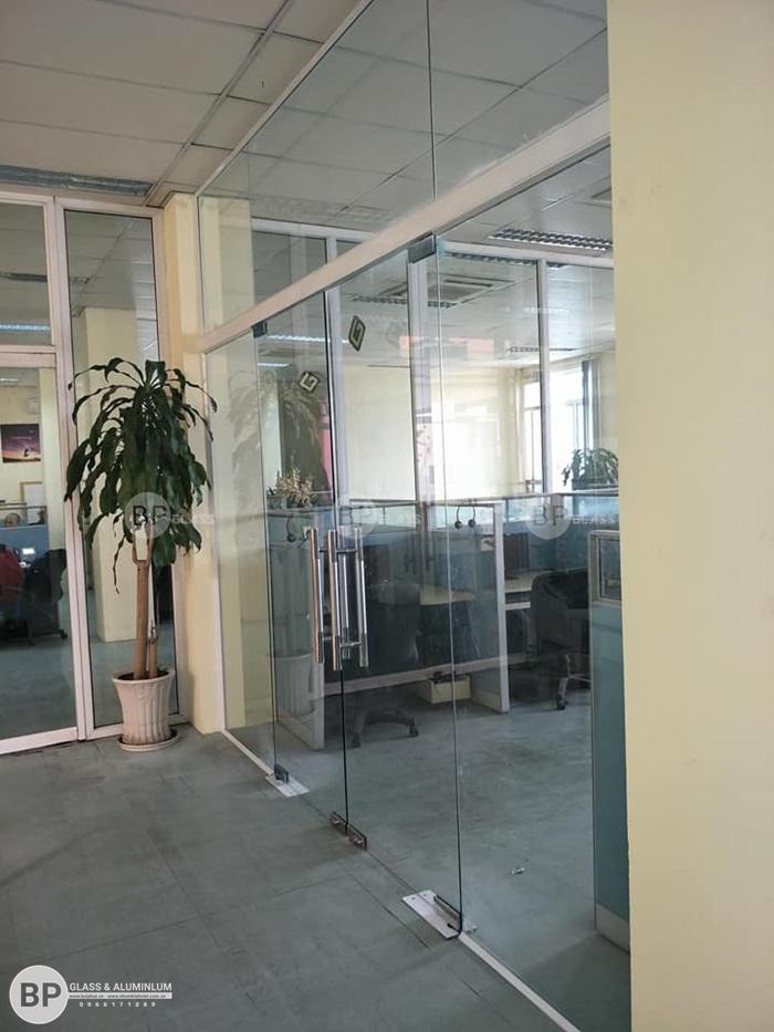 Lắp cửa kính cường lực cho văn phòng tại 280B Lạc Long Quân