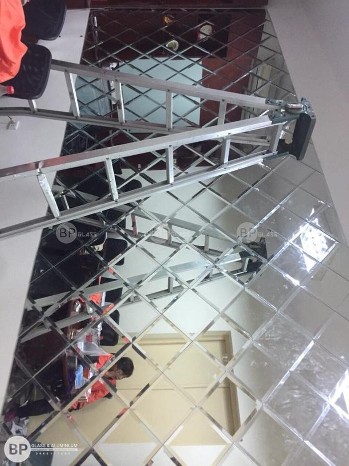 Gương ghép ô lớn nhất tại Đại sứ quán Malaysia Điện Biên Phủ