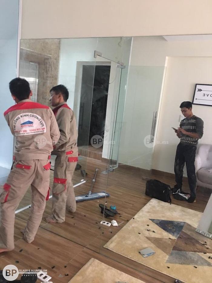 Lắp gương ghép nghệ thuật tại Metro Hà Đông