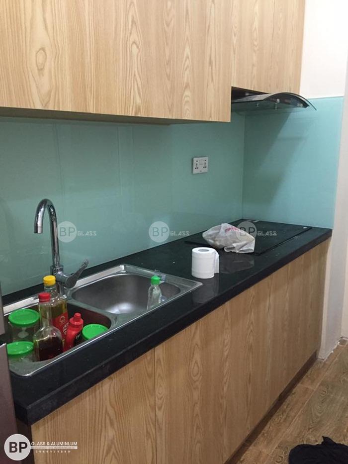 Lắp đặt kính bếp đẹp màu trắng xanh tại Gemeck An Khánh